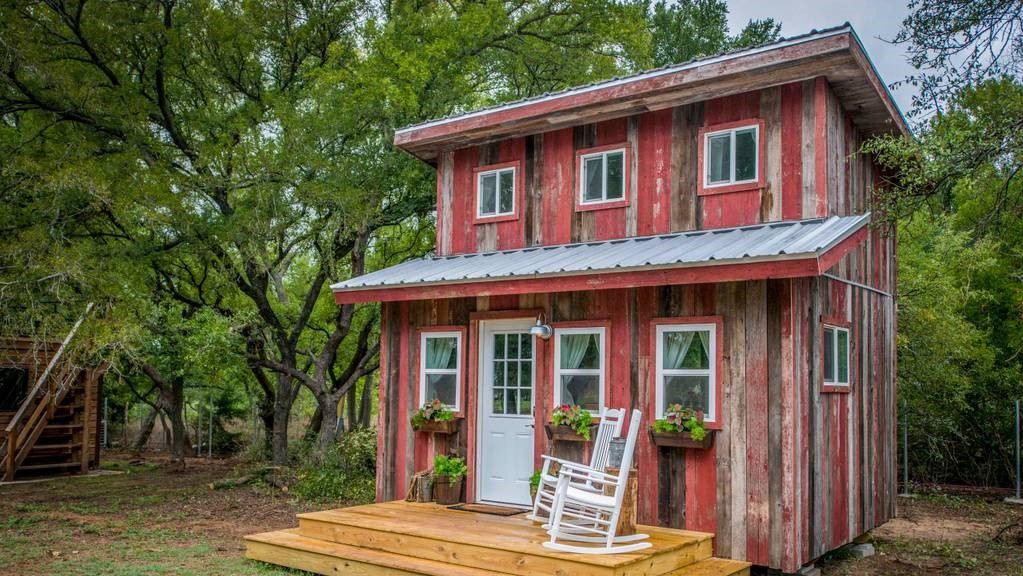 Rustic Little Red Hen Cabin